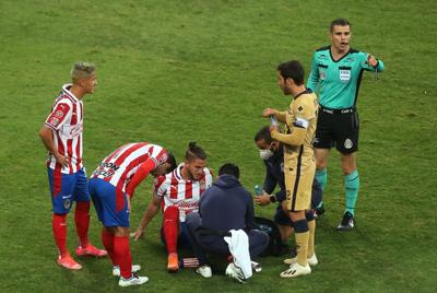 Operan a futbolista