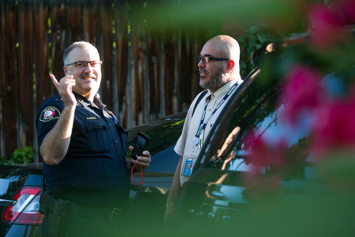 Murray saluda un vecino en yakima