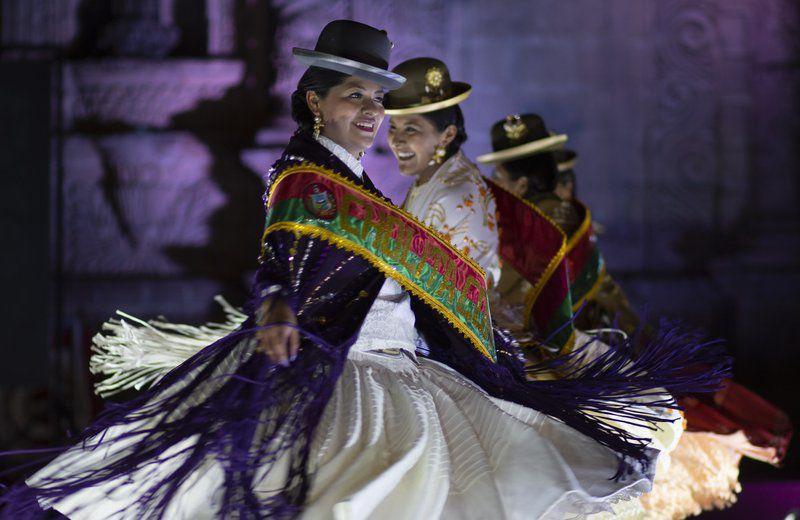 Bolivia: concurso de Cholitas reivindica vestimenta e idioma