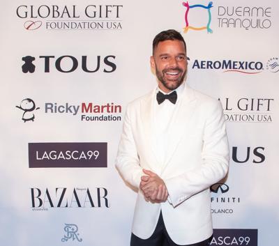 Vacúnate YA, dice el cantante Ricky Martin a conspiranoicos