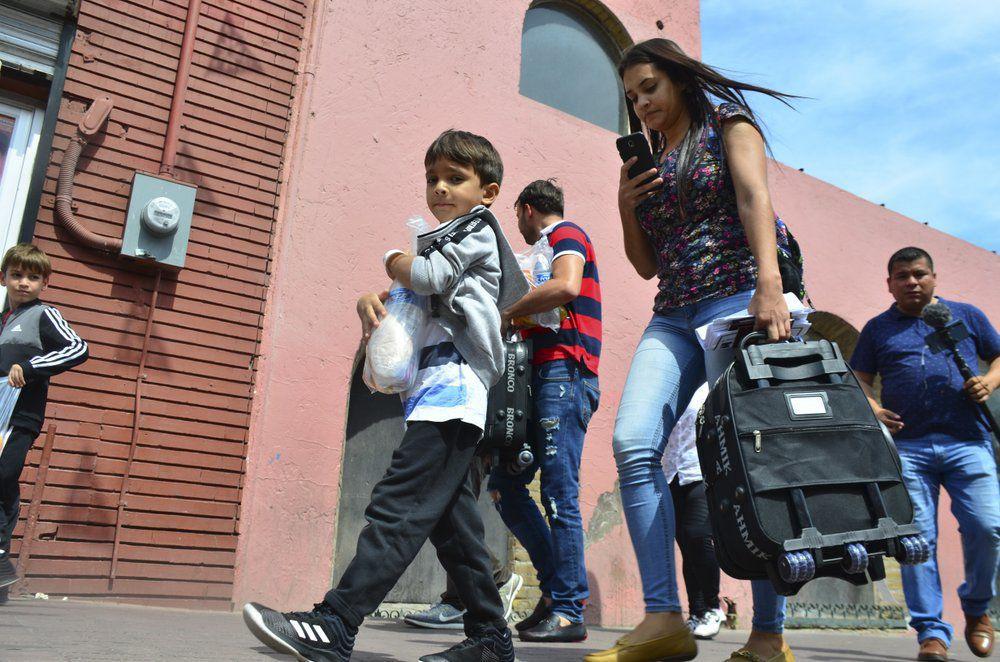 Nuevo Laredo recibe grupo de migrantes devueltos por EEUU
