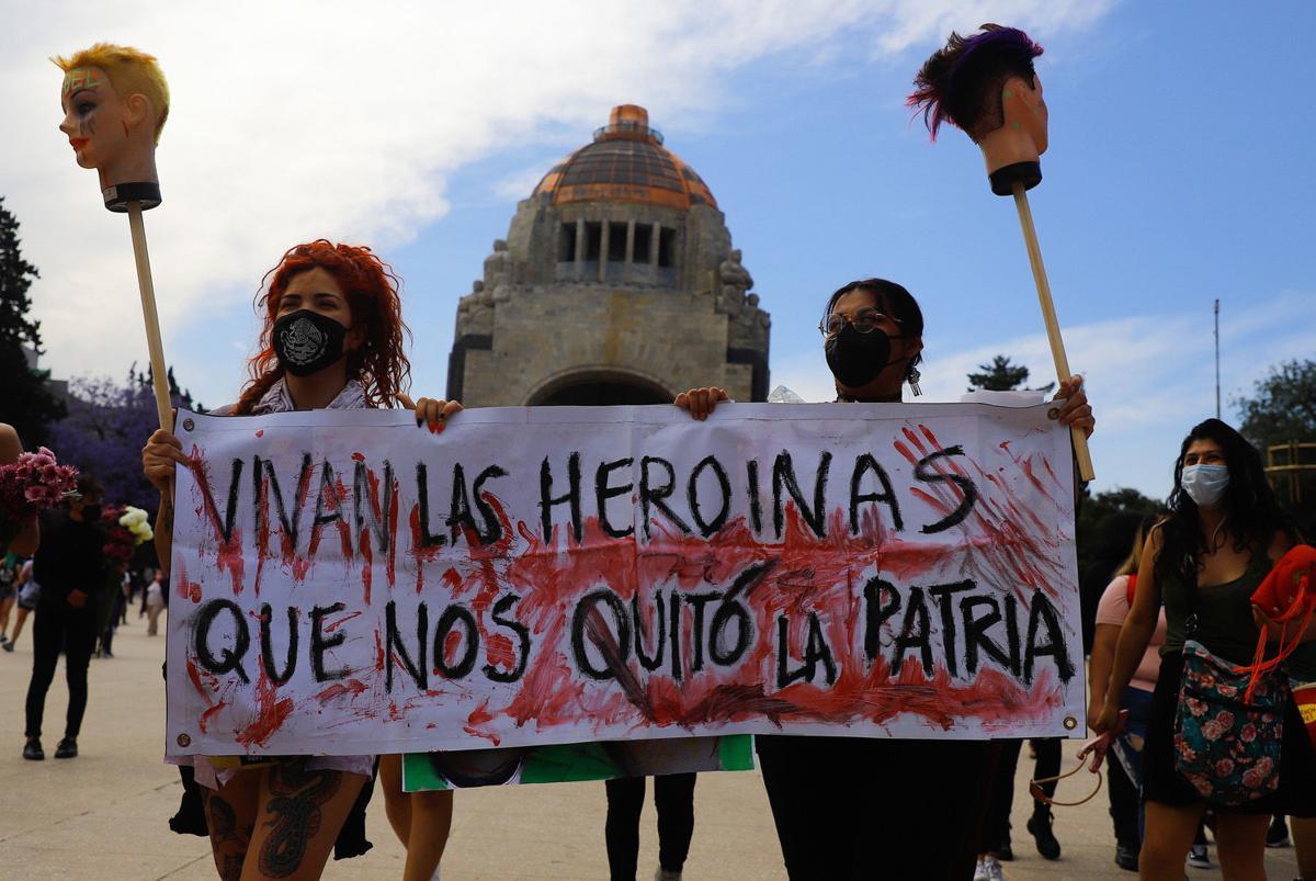 Marchan mujeres 8M en México-2