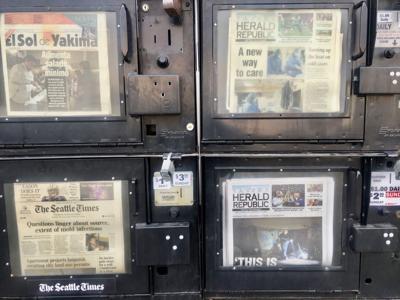 Periódicos afuera del diario Yakima Herald-Republic