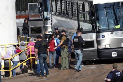 Legislador critica a Trump por redadas de migrantes