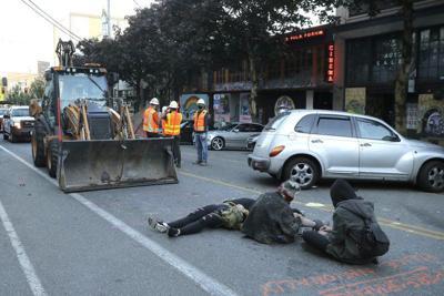 Seattle: manifestantes resisten a cuadrillas municipales