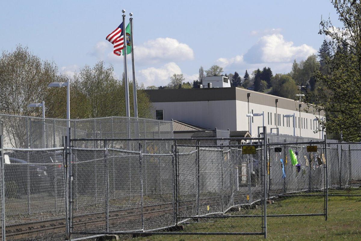 210408-es-news-detentioncenter-2