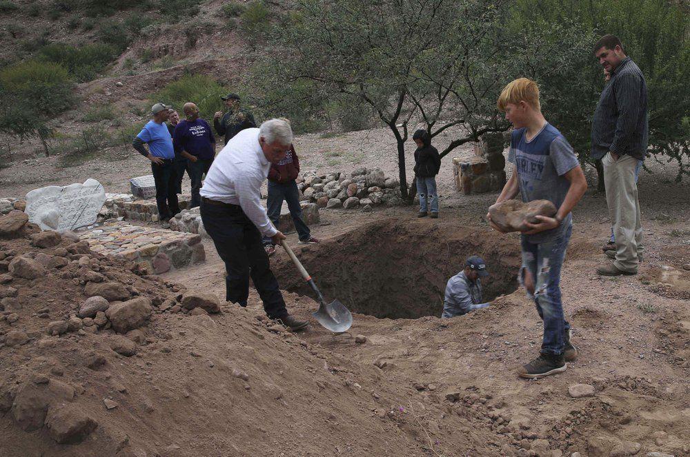 La Mora despide a mujeres y niños muertos en emboscada