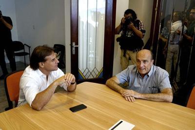 Uruguay: candidato derrotado Martínez felicita a Lacalle Pou