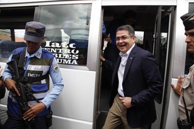 Presidente hondureño visita Washington pese a acusaciones