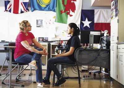 Edge ayuda a estudiantes con retos académicos