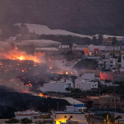 España promete ayuda más rápida por la erupción volcánica en la isla de La Palma