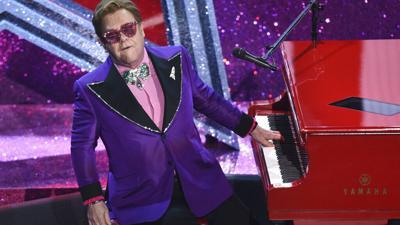 Una lesión obliga al cantante Elton John a suspender su gira de conciertos