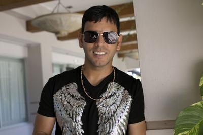 Arrestan a Tito El Bambino por conducir four track en la calle