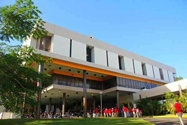 Sentencia de tres años de probatoria a exrector de UPR Arecibo