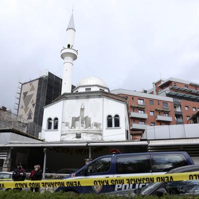 Hombre apuñala a cinco personas en una mezquita en Albania