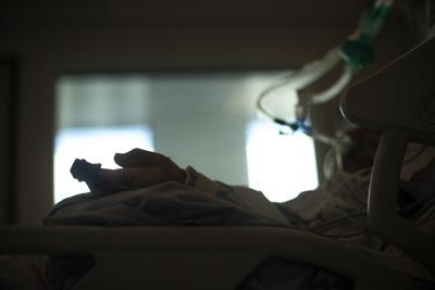 Dos menores permanecen hospitalizados por el virus
