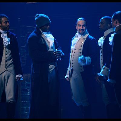 Hamilton regresa  en tiempos complicados