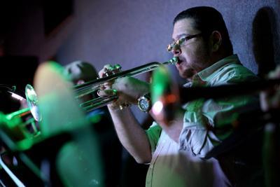 El retorno de las descargas de salsa: Julito Alvarado logra reunir a 23 cantantes en nuevo tema