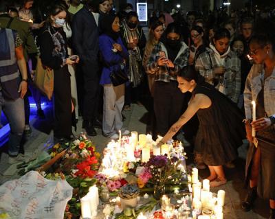 Cientos de personas asisten a la vigilia de la maestra asesinada en Londres