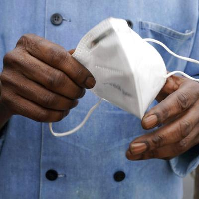 Los CDC vuelven a pedir el uso de mascarilla en lugares cerrados