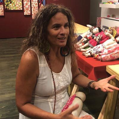 Muñecas como terapia para mujeres maltratadas