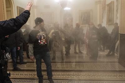 Algunos de los acusados del asalto al Capitolio estadounidense prefieren no tener abogados
