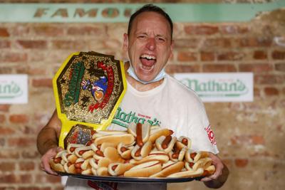 Pandemia no detiene el concurso anual de comer hot dogs