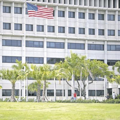 Declara inconstitucional negar a residentes en la Isla beneficios programas federales