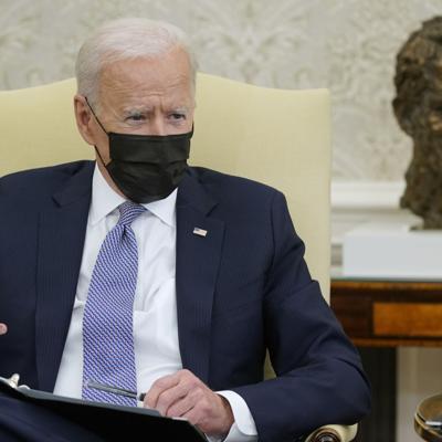 Biden dialoga con el presidente ruso Vladimir Putin