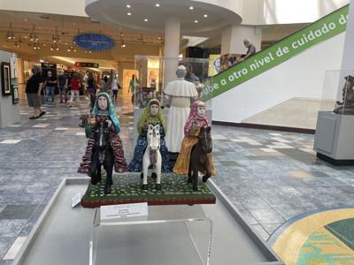 Exponen un centenar de obras de artesanos boricuas en Plaza Las Américas