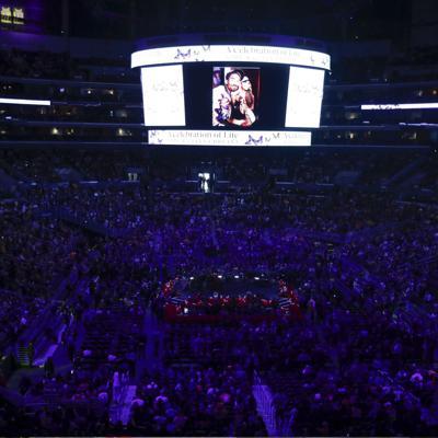 Aficionados y estrellas despiden a Kobe Bryant en L.A.