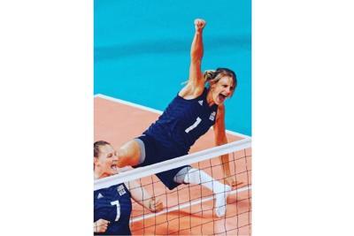 Voleibolista estadounidense compite sus quintos Juegos Paralímpicos embarazada