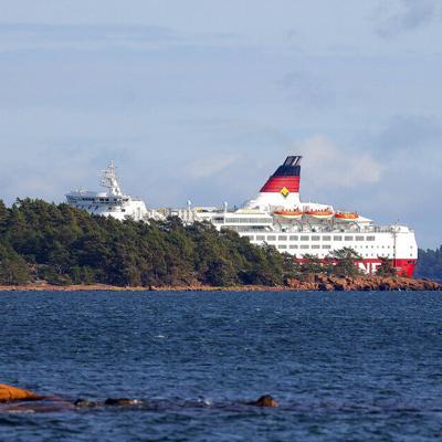 Encalla ferry en mar Báltico