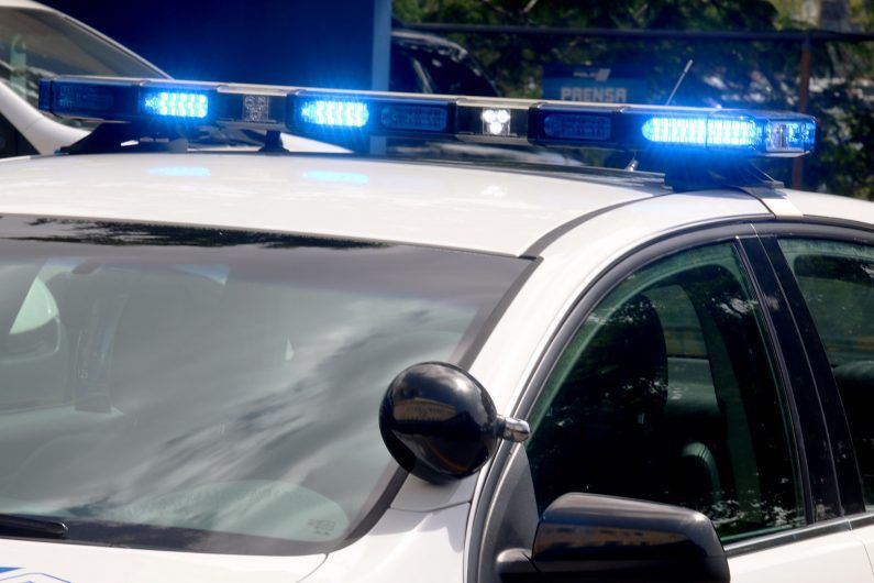 Provocan daños a patrullas de la Policía