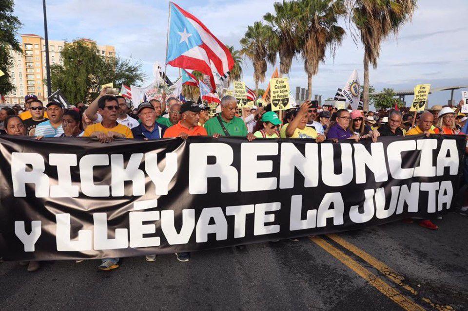 EN VIVO: Manifestantes en Bahía Urbana salen hacia La Fortaleza