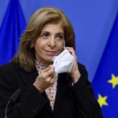 UE presiona a AstraZeneca por vacunas contra coronavirus