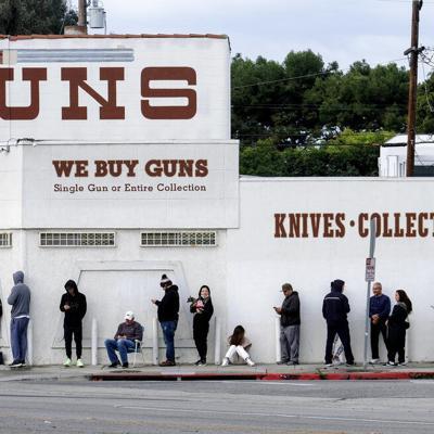 EEUU: Suben revisiones de antecedentes para compra de armas