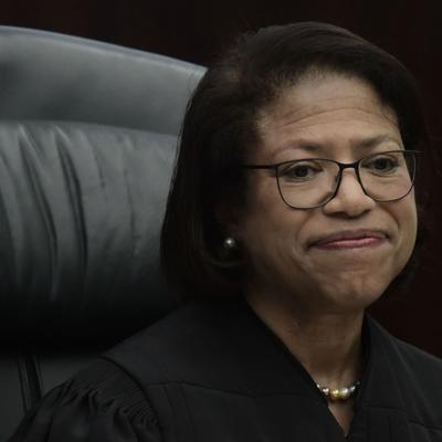 Sobre $830 millones en pago de abogados por la quiebra