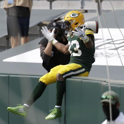 Aaron Jones luce por los Packers