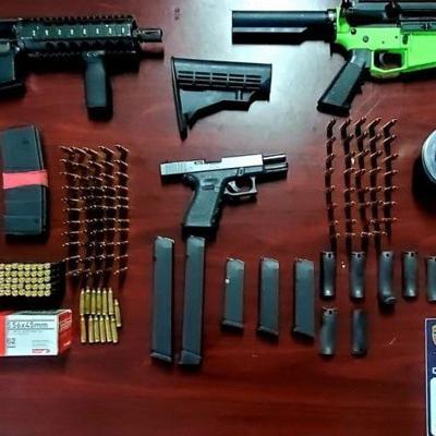 Hallan armas y municiones abandonadas frente a residencial en Fajardo