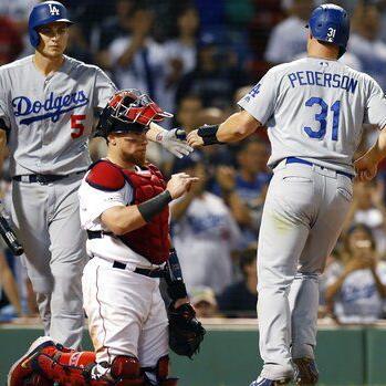 Dodgers derrotan a los Medias Rojas en 12 innings