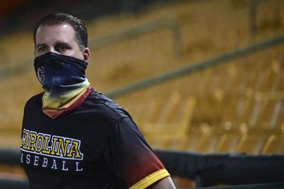Joey Solá lleva su pericia a la pelota dominguera