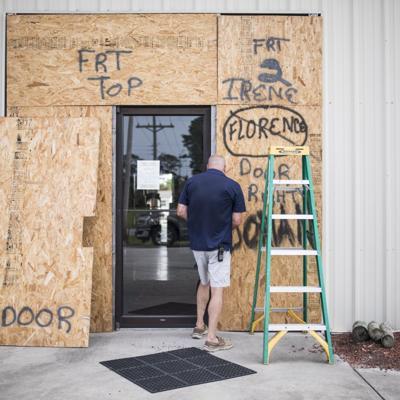 Isaías pierde fuerza tras tocar tierra en Carolina del Norte