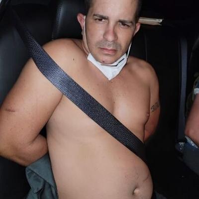 Arrestan a individuo que amenazó con cuchillo a su expareja y le robó el auto