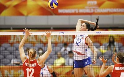 Neira Ortiz oficializa su firma en Hungría