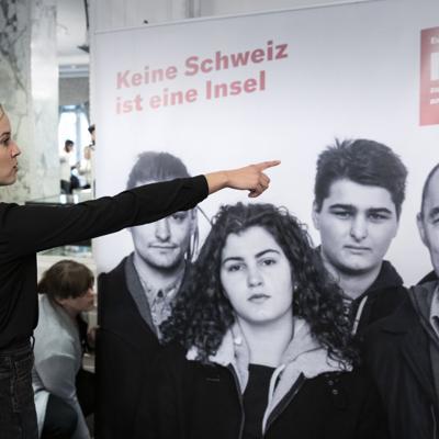 Votantes suizos rechazan propuesta de inmigración moderada