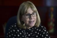 Carmen Deseda sale del Departamento de Salud