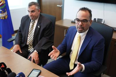 FBI sigue a la caza de empleados fantasmas