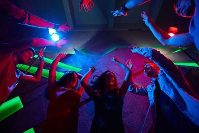 Jóvenes organizan fiesta para ver quién se contagiaba con Covid-19