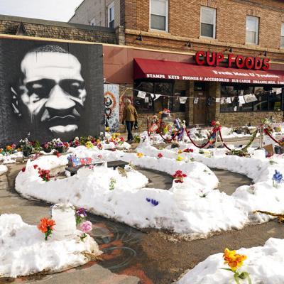 Protestan decenas previo a juicio por muerte de George Floyd